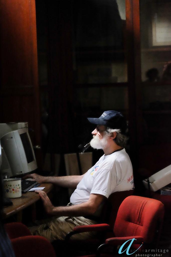 Patient smoking a pipe in La Borda, Buenos Aires