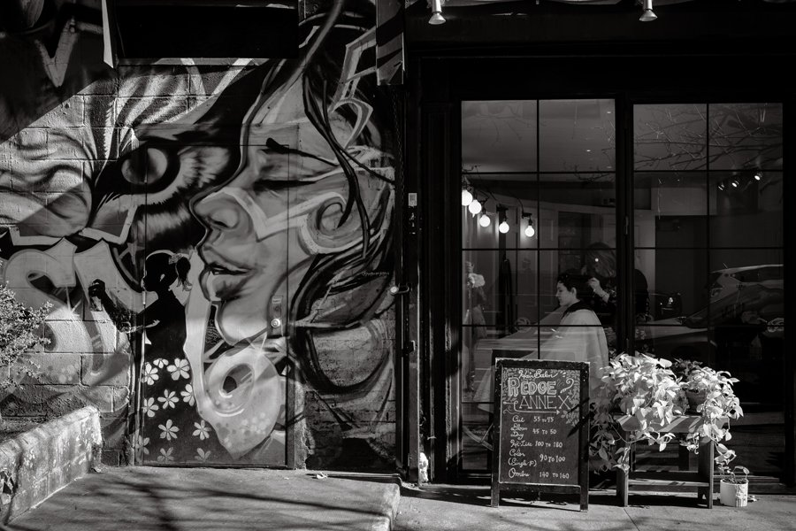mural of a side profile of a woman in Manhattan in black and white